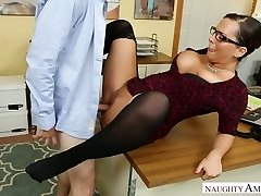 Hot secretary with thick boobs Sydney Leathers gets dilled rock-hard