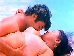 Huge breast mallu aunty romance at pool