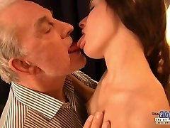Teen hot exgirlfriend likes rough pounding facial with her old bf
