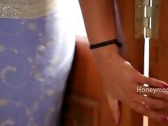 Hot desi shortfilm 172 - Surekha Reddy melon press, belly button kiss & press