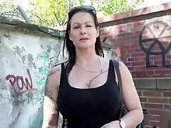 GERMAN SCOUT - TIEFER Ass-fuck SEX FГnR DEUTSCHE Cougar JULIA BEI STRASSEN CASTING