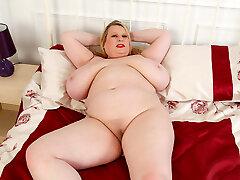Big breasted BBW Samantha Sanders rubs her fanny