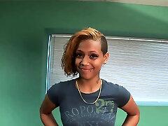 Ebony babe showcases her gorgeous body