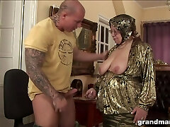 Yam-sized ugly and turned on granny gives a blowjob and rails strong cock