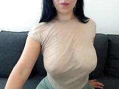 lexy_sweet shake her boobs
