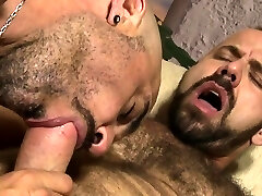 Muscle teddy bareback with cumshot