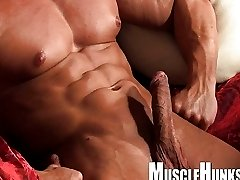Muscle Hungs Santa SOLO