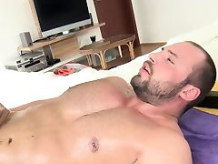 Masseur fucks turned bears ass