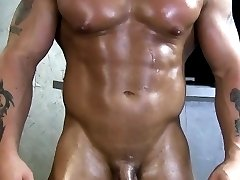 Muscle gaystraight jock blows his load