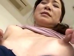 Spinkig asien med stora bröstvårtor