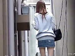 Orientaliska kvinnor besöka toalett.18
