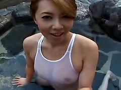 Havuzda mayolu Japon sluty Yumi