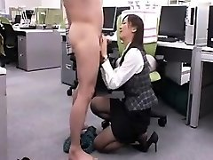 Provocative Chinese honey gets down on her knees and gives a nic