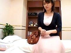 A insane sex medic sensually examines his asian patient