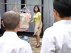 Ht mature mother drills her son's best friend