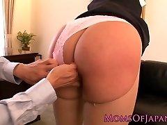 Squirting pornstar Hana Haruna gets slapped