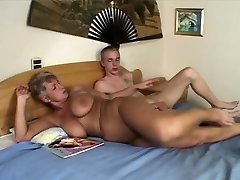Mature fattie cougar takes facial