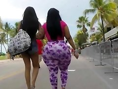 Big phat butt jiggling in public