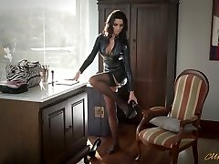 Sexy mommy in latex Ania Kinski gets drilled decently