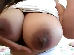 Arab gal with big tits sucks and pounds