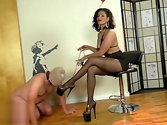 Domme Delilah in pantyhose (private soon)