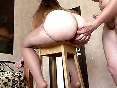 knullar anal steg syster med rumpa på barstol