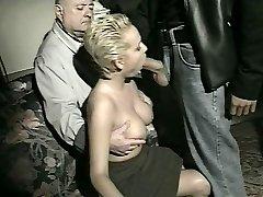 Sharinn sin fru med yngre macho