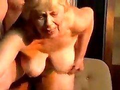 Blond knubbiga farmor