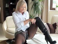 Hot milf in pantyhose nn show