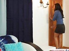 Hot mom India Summer gets pussy fucked
