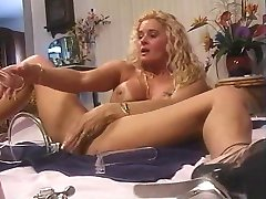 EXTREME ... !!! Amazing Woman !!! She dildoing her peehole