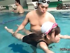 Sexig asiatisk brud blir kåt swiming part6