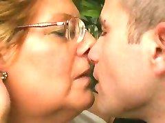 Chubby Mormor Älskar Yngre Snopp