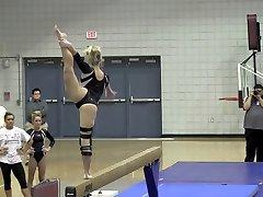 Blond Tonåring PAWG Gymnast