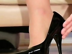 Frisky chick exposes bootie upskirt and wool pie lips
