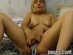 Wife wears panties inside her poon