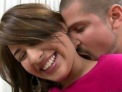 ביישן העשרה בלונדינית אספרנסה רוחס הוא שמח למלא את הפה שלה עם זין