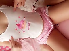 Super cute college teen likes webcam her pink cake pussy to u