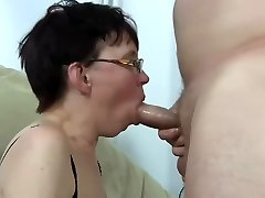 Ugly mature female get fucked and squirting