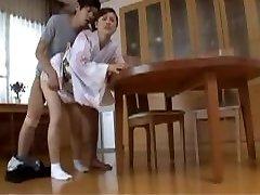 עקרת בית יפנית צריכה כיף...F70