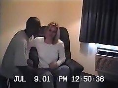 בחורה בלונדינית הראשון של נבגד ניסיון עם 2 שחורים