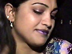 Lahori HEERA MANDI punjabi pakistani girl in three way