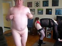 בת 21 מתלבש ' ציות אבא