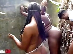 טקס סקס אפריקאי שהוקם בחוץ!?!