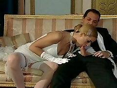 איטלקי בלונדיני דיווה יש זוהר סקס
