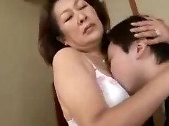 החיבה של האמא והבן