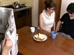 יפנית בוגרת