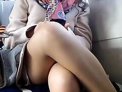 מתחת לחצאית על הרכבת מצלמת נסתרת מציצן 5
