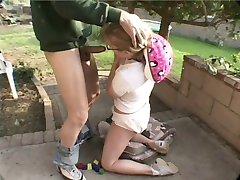 חנון נוער אריקה מקבל קשה, זיונים בתחת