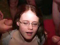 teengirl לקבל כמה טיפולי פנים